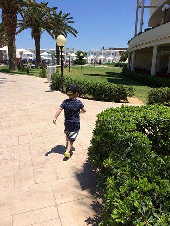 Louis Creta Princess Beach Hotel: På väg till middagen.