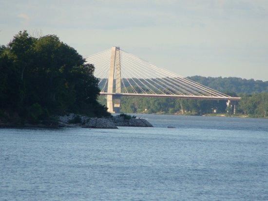 Belle of Louisville & Spirit of Jefferson : Lewis & Clark Bridge