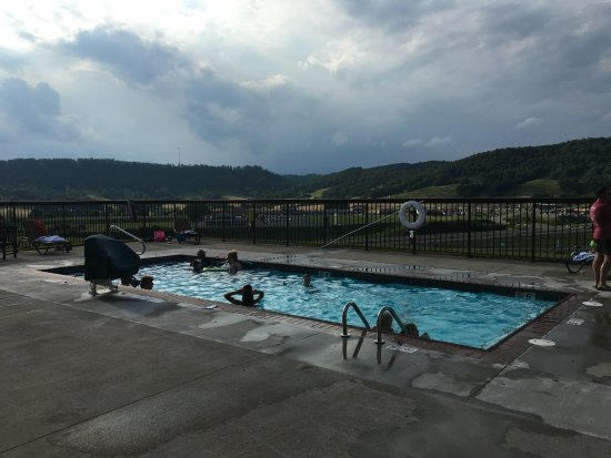 Sutton, Virgínia Ocidental: Outdoor pool.