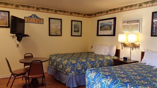 Amelia's Landing Hotel: Our double queen rooms have plenty of room to stretch out.