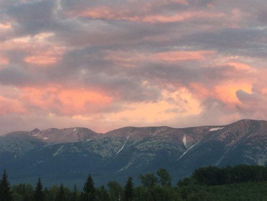Ausblick auf die Berge bei Sonnenuntergang. Karte von Umgebung Ridders.