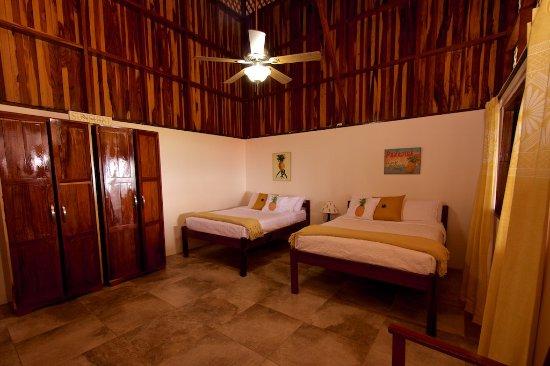 Pavones, Costa Rica: the pineapple room