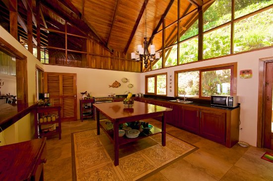 Pavones, Costa Rica: fully equipped kitchen