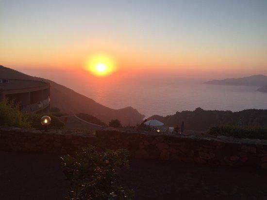 Capo Rosso: Un hôtel idéalement situé avec sa vue panoramique sur les calanques de PIANA