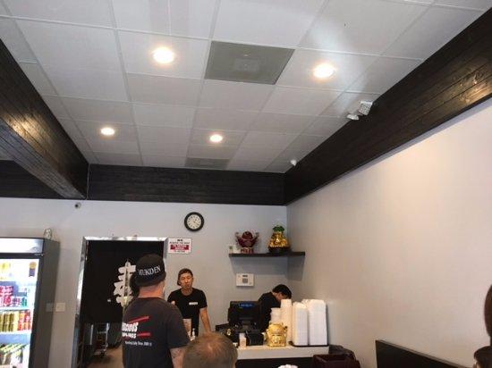 Glendora, CA: friendly staff in the neat and nice restaurant