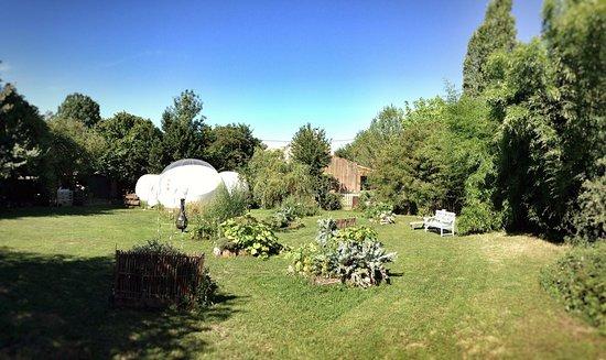 bulle et graaaaand jardin privatif picture of le clos de landrais landrais tripadvisor. Black Bedroom Furniture Sets. Home Design Ideas