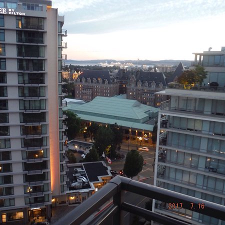 Chateau Victoria Hotel and Suites: photo1.jpg