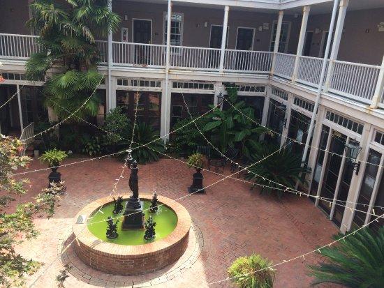 St. James Hotel: Courtyard