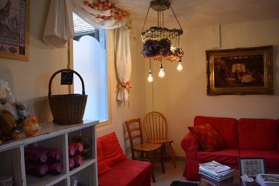 Richebourg, France : salon commun