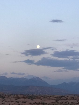 Moab Adventure Center - Day Tours: pretty moon & sunset the night we did the Jeep Safari trip