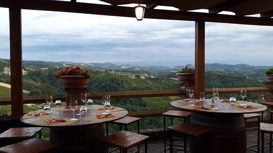 Diano d'Alba, Italië: 20170715_204355_large.jpg