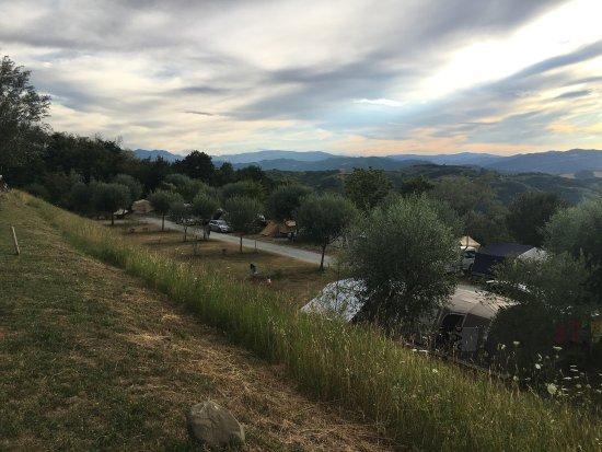 Perticara, إيطاليا: Traumhafte Aussicht! Wir waren mit unsrem Dachzelt für eine Nacht dort! Geheimtipp!