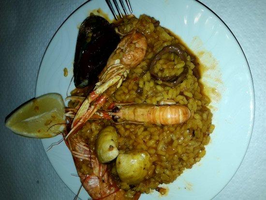 La Grillade : Paella marinera del menu diario.