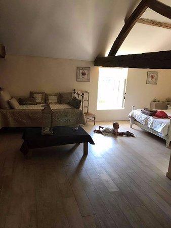 Le Manoir de Gatines : Chambre familiale avec un lit double et un lit simple