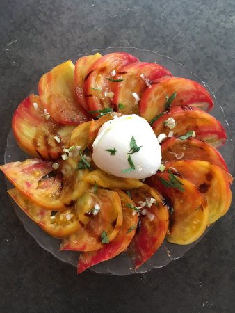 Pertuis, Франция: Tomates anciennes bio et mozzarella di bufala