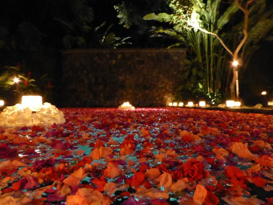 Kayumanis Ubud Private Villa & Spa: This is the romantic meal option where they add flowers and candles to the pool and villa. Do it
