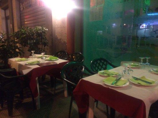 Etwas Kühle Atmosphäre Durch Fliesen Und Licht Aber Gute Asiatische - Fliesen für restaurant küche