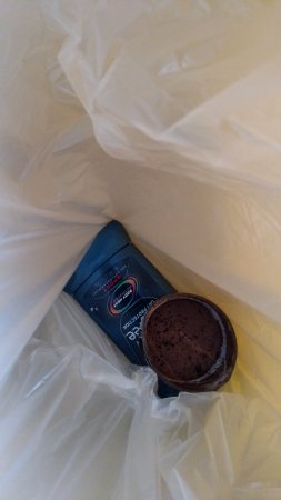 Motel 6 Nogales : Half can of skoal chew, and deodorant found under bed