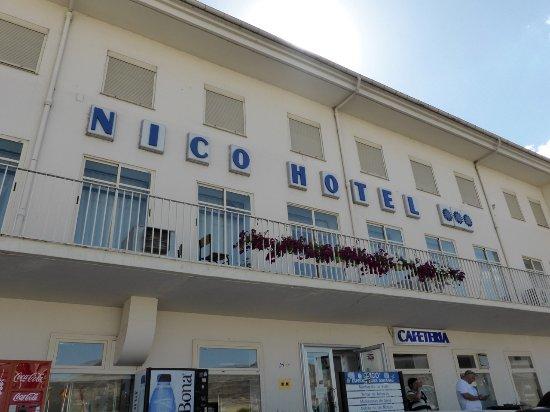 Medinaceli, Ισπανία: Fachada y entrada a la cafetería