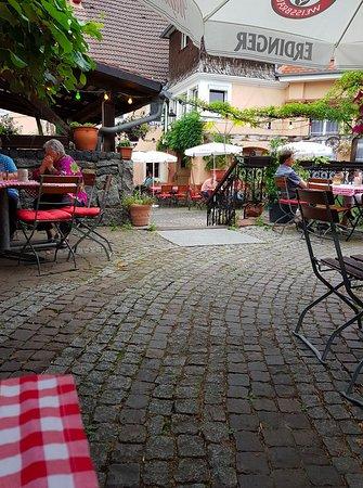Weinheim, Duitsland: Biergarten