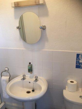Durrington, UK: poor bathroom