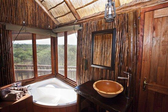 Bona Ntaba Self Catering Tree House Lodge: Bathroom At Zebra Family Tree  House. Same