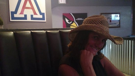 Nogales, AZ: Wife in bar doing lunch