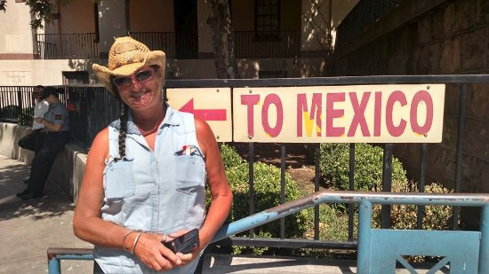 Nogales, AZ: Walk to and from the border and hotel, easy easy walk