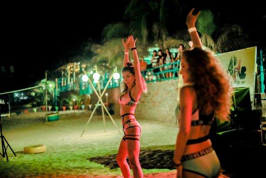 Phan Thiet, Vietnam: Mui Ne Beach Party @ Line Up Bar Mui Ne | 122 Nguyen Dinh Chieu | LineUpBar.com