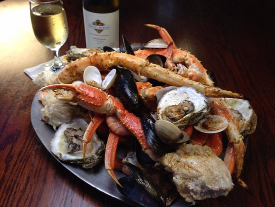 O'Quigleys Seafood Steamer & Oyster Sports Bar: This is our Emerald Grand Platter with Shrimp, King Crab, Snow Crab, Jonah Crab, Mussels & Clams
