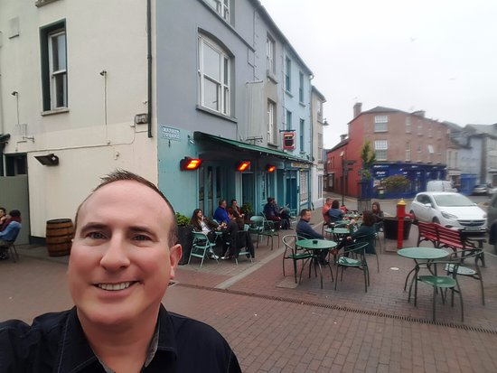 kinsale chat rooms Her place is very nice and she was was very helpful and lovely to chat to to room was spotless and  the host was very kind and helpful and knew lots about kinsale.