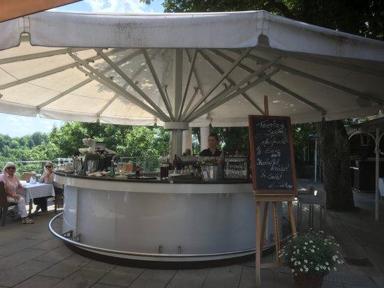 Pullach im Isartal, Allemagne : Die Bar auf der Terrasse