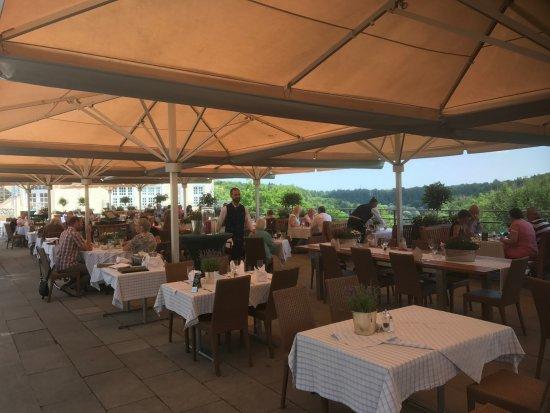 Pullach im Isartal, Tyskland: Die große Speiseterrasse