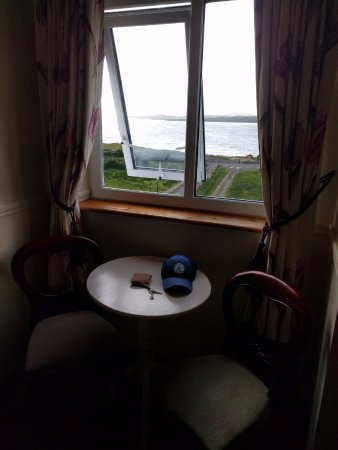 Dunkineely, Irlanda: Cramped room but great view