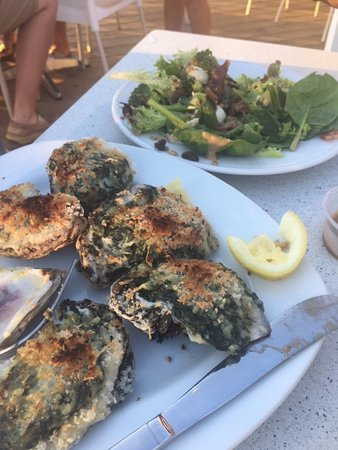 Ocean Isle Beach, NC: Oysters with a side salad