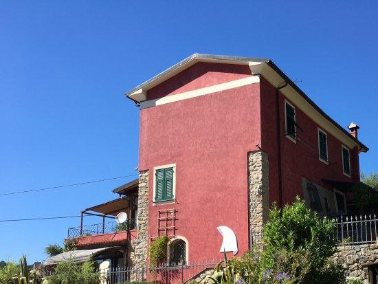 Arcola, Italia: Non si vede la piscina, ma c'è