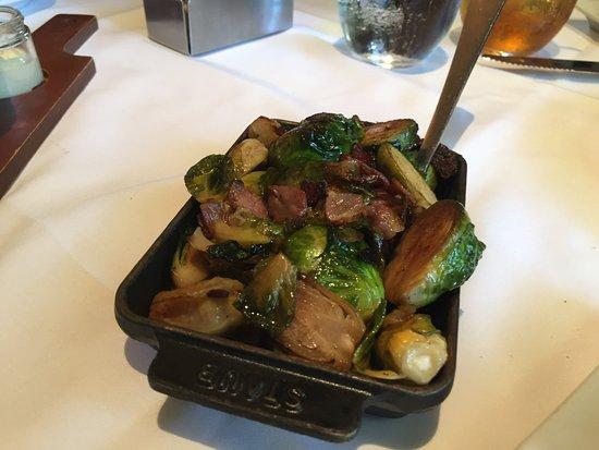 Islip, Estado de Nueva York: Roast Brussel Sprouts with Pancetta