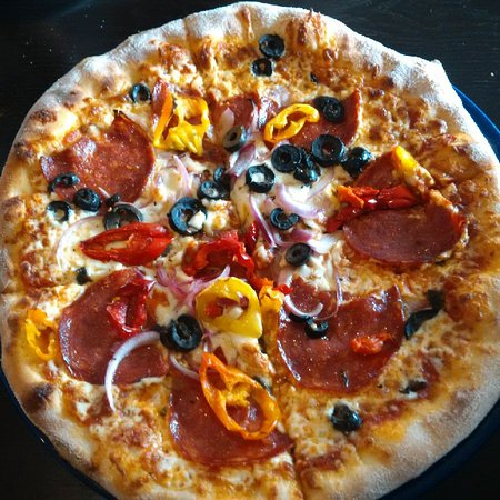 Brooklin, Canadá: Wood oven pizza-thin crust and laced with flavour