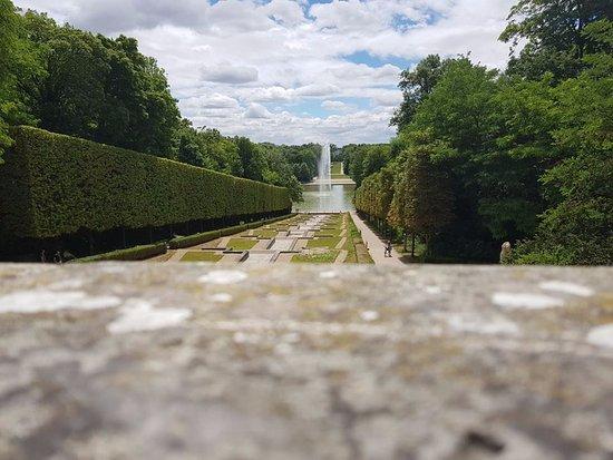 Sceaux, Fransa: Vista della fontana da lontano