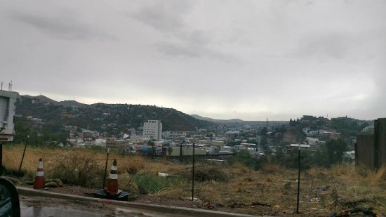 Nogales, AZ: Looking into mexico