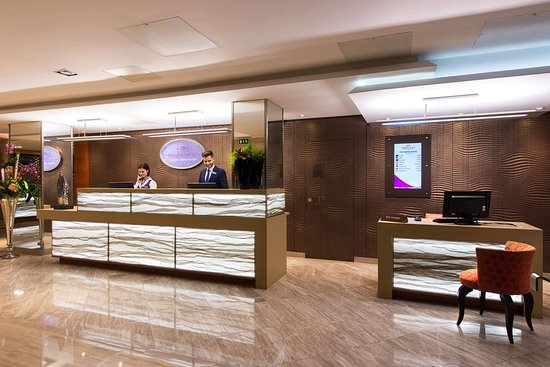 Crowne Plaza London Kensington: Front Desk