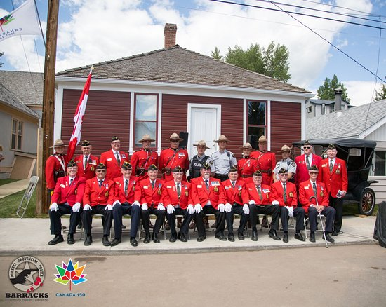 Coleman, Kanada: Alberta Provncial Police Barracks Grand Opening, view of the outside of the exhibit