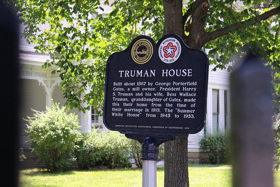 Independence, Missouri: Sign at the corner of the lot at the Truman house.