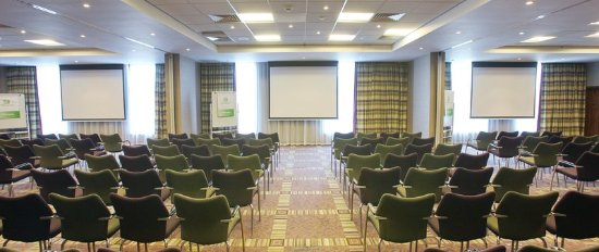 Winnersh, UK: Vibrant Buckingham Suite for up to 260