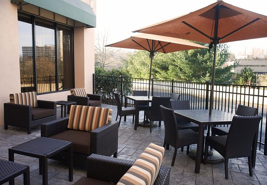 Shelton, CT: Outdoor Patio