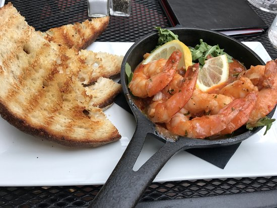 Demetri's Woodstone Taverna: Shrimp and bread