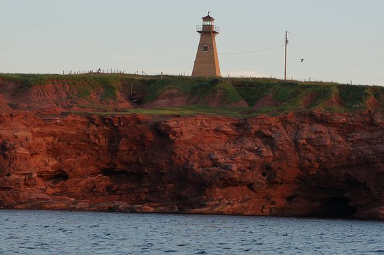 Stanley Bridge, Canadá: Lighthouse on the cliff