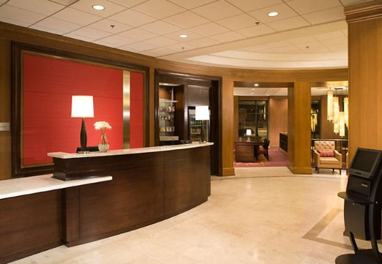 Chicago Marriott at Medical District/UIC: Lobby Entrance