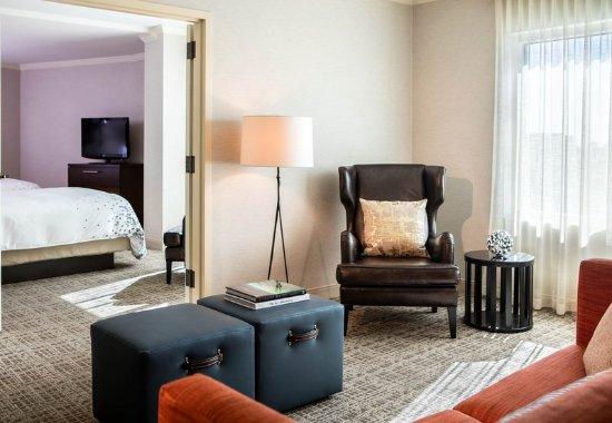 Broomfield, CO: Queen/Queen French Door Suite