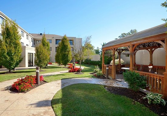 Wall Township, NJ: Outdoor Courtyard Area